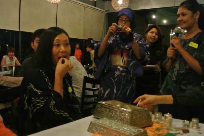 Yukari sampling a quid