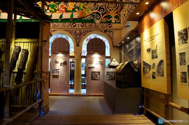 Longhouse_gallery_of_Sarawak_museum